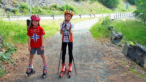 Håp for rulleskibrukere: Hverken Nord-Aurdal kommune eller Kulturarvenheten i Oppland fylkeskommune har innvendinger mot å legge asfalt på gangvegen rundt Tunneltoppen. Kanskje kommer smilet fram hos søskenparet Synne og Sigve Ulberg?