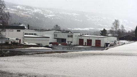 KUTTER I LEIEAVTALEN: Heretter vil Tine-bilene i Valdres som driver med inntransportering av mjølk, kun disponere utendørs parkering på Fosheim og en vaskeplass etter behov innendørs.