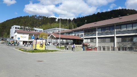 Vurderer opning: Mange elevar  på Nord-Aurdal barneskole har framleis mykje heimeundervisning. Nord-Aurdal kommune vurderer å opne opp att for meir klasseromsundervisning.