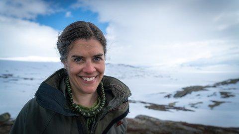 SKRIV OM BOMTURAR: Forfattar Rebecca Nedregotten Strand har gjeve ut boka Bomtur.