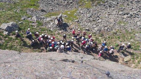 PÅGANG: Også Synshorn Via Ferrata nyter godt av nordmenn på ferie i eget land. Aldri har så mange tatt turen opp på toppen via den tilrettelagte klatreruta.