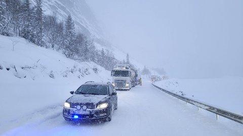 STANS: E16 var stengt ved Kvamskleiva på grunn av bergingsoppdrag torsdag morgen, men åpnet igjen ved 10-tida.