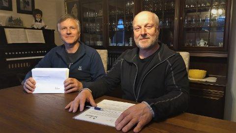 OMFATTENDE MEN VIKTIG: Styreleder Olav Kristian Huseby (t.v.) og styremedlem Svein Gunnar Huset har lagt bak seg kartlegginga, og håper på god respons fra de 105 som nå får brev i posten.