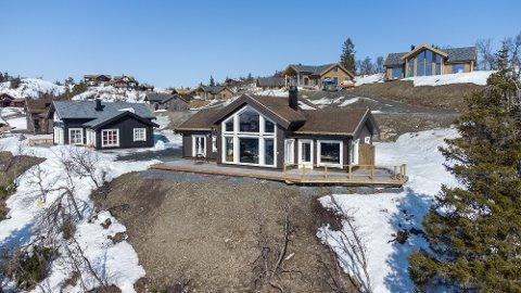 NYLIG SOLGT: PrivatMegleren Valdres sto nylig for salget av Stavedalstoppen 11. Hytta ble solgt for 4,3 millioner kroner, og ble med det dyreste eiendom solgt i kommunen i juni.
