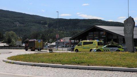 LEIRA: En bil og en motorsykkel var involvert i trafikkulykken søndag ettermiddag.