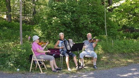 Kanskje dukker også Kathleene, Wendy og Herman eller andre musikere opp og spiller for de frammøtte på onsdags-kafeen.