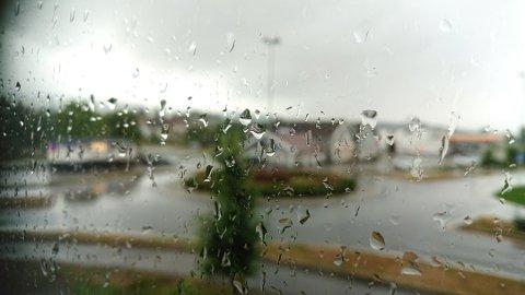 REGN: Og atter regn denne helgen. Foto: Siv Storløkken.