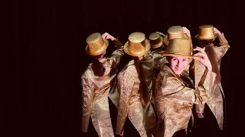 GJENSYN: Ett av nummerne folk vil få se i Flammen er fra musikalen «A chorus line». Det danses av Juniorkompaniet og Danseverket Dansekompani. I front Tuva Søgaard.