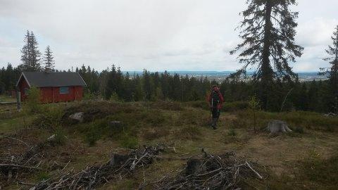 BUSTERUDVANGEN: Søndagsturen går til Busterudvangen, som ligger vakkert til i Romeriksåsene.