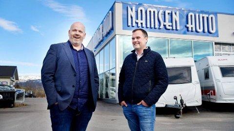 Komiker Tommy Steine har flere ganger tilbrakt ferier i bobil, men nå skal han hjelpe Svein Roger Nordbakk og Namsen Auto å selge flere bobiler til reiselystne nordmenn
