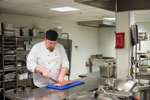 Kjøkkensjef Mike Dahmlow bruker nesten bare lokale råvarer i sine matretter.