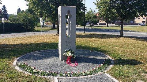 Minnesmerke: I Grøstadparken i Vestby står et minnesmerke over Karar Mustafa Quasim som ble drept på  Utøya 22. juli 2011.