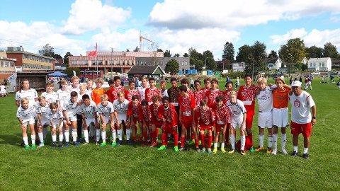 HSVs gjeng samlet med spillerne fra Pequeninos.