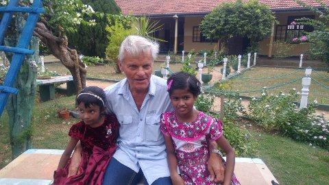 ENGASJERT: Helge Børresen var i mange år president i Marys Venner. Nå er han styremedlem og fortsatt svært engasjert i organisasjonen. I februar reiser han på nytt til Sri Lanka for å treffe noen av barna organisasjonen hjelper.