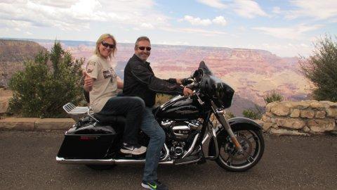 KJENT TURISTMÅL: Grand Canyon gjorde sterkt inntrykk på Inge Skjærbek og Kjersti Elisabeth Lunde.