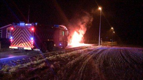 Bilen var overtent innen brannvesenet ankom stedet.