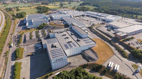 LANDETS STØRSTE: Solcelleanlegget til Asko er landets største. Denne sommeren er den første da de ikke må kaste strøm.