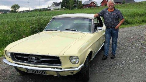 Ford Mustang er en av bilindustriens største suksess-historier. Dette er Jans 1967-modell.