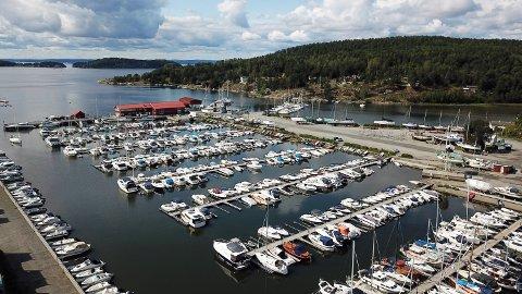 PROBLEMER VED LAVVANN: Son havn begynner å bli grunn og det må mudres.