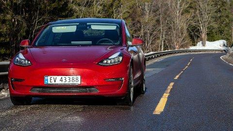 Tesla Model 3 ble den definitivt mest solgte bilen i 2019, og sørget for å ta Tesla inn på 2. plass over Norges mest solgte bilmerker.