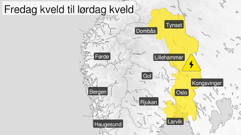 TO FAREVARSLER: Meteorologene har sendt ut gult farevarsel om både store regnbyger og tordenvær for store deler av Østlandet. Det gjøres samtidig oppmerksom på at det kan bli store lokale forskjeller, og at ikke alle innenfor området vil oppleve det samme været.