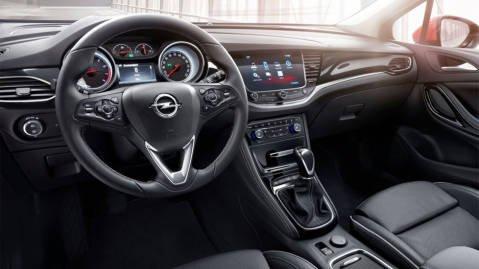 MER UTSTYR: Innvendig byr Opel på høyere opplevd kvalitet og mer utstyr enn noensinne.