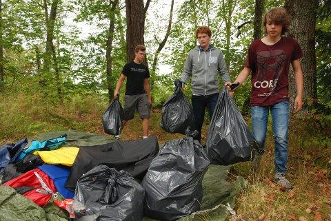 RYDDER: Turistforeningens ungdom i Horten er med på å holde plast og annen søppel unna naturen. Fra venstre  gjør Eirik Ørnbo, Jørgen Nilsen og Simen Eggøy en viktig jobb ved Borrevannet.