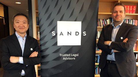 NYTT LOGONAVN: - Kortere, enklere, lettere å huske, sier advokatpartnerne Joakim M. Hovet (t.v.) og Thomas Sando om SANDS. Den tredje partneren ved kontoret i Tønsberg, Tor Anthon Christiansen, var på reise.