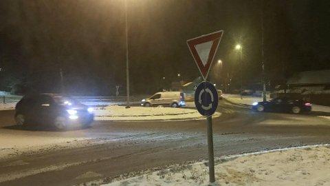 I dag våkner mange i Sør-Norge til vinterforhold på veiene. Da kan rundkjøringene fort by på utfordringer.