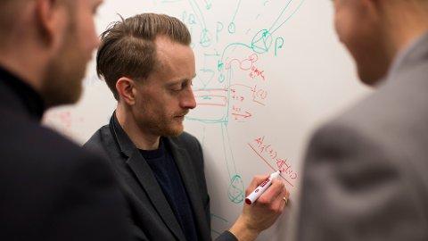 ROBOT-PSYKOLOG: Morten Goodwin og forskningssenteret for kunstig intelligens ved Universitetet i Agder er nær å utvikle et dataprogram som kan føre en samtale på lik linje med et menneske. Programmet skal i hovedsak benyttes som er verktøy for folk med psykiske lidelser som har vansker med å åpne seg for psykologer.