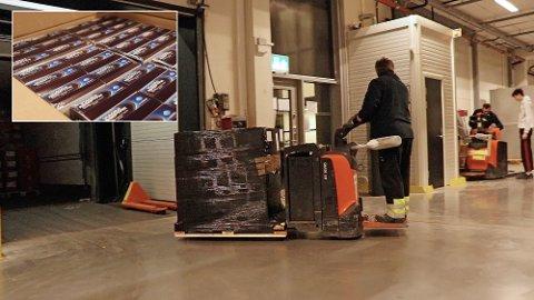 Stor bestilling: Her kjøres en av de to europallene med reseptfri viagra inn på Farmasiets lager i Sandefjord. Totalt har apoteket kjøpt inn 7.000 pakker.