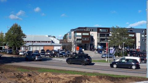 NÆRHANDEL: Deler av Stokke senter ble bygget for over 30 år siden. Nå får senteret ny eier.