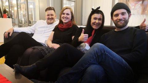 HAR FÅTT RESULTATER: Dette teamet har stått på de siste ukene, til tross for permitteringer: Thomas Bjällhag, selger (fra venstre), Lisa Erichsen, digitalansvarlig, Jeanette Løkkemyhr, salg, og Sindre Grading, nordisk redaktør.