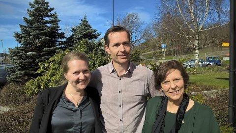 PÅ brudeshow: Prestene Maria Ådland Monger (t.v.), Dag-Kjetil Hartberg  og Anne Mathilde Klare tilbyr seg å vie brudepar i friluft.Foto: Privat