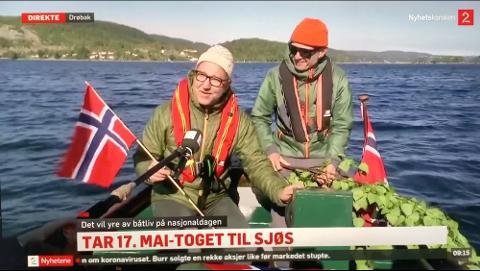 Fikk oppmerksomhet: I fjor dro kameratene fra Drøbak i gang båtkortesje på sjøen. Her intervjues Daniel Novello (til v.) og Borge Bringsværd d.y. av TV2.
