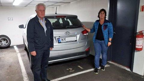 Det er ikke enkelt å være hydrogenbil-eier om dagen. Det har Wenche Alm og farenTerje fått erfare.