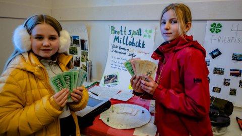 NYTT SPILL: Vilde Bjørneby (11) og Tyra Lilleholt Kraugerud (11) satser på spill og laget de sitt eget som de kalte Millobikk.