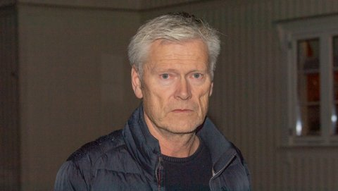 RYSTET: Thorleif Baltzersen fra Nordby i Ås er rystet over at søsteren hans ikke fikk slippe inn på rommet på Moer sykehjem der moren deres lå for døden lørdag kveld.