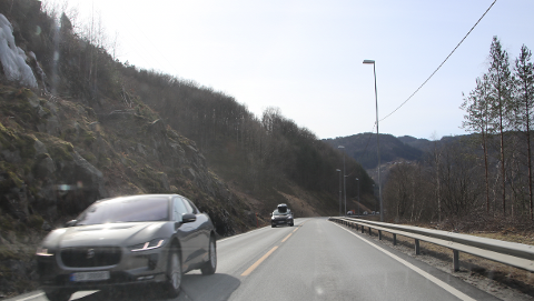 MYE TRAFIKK: Søndag ettermiddag var det mye trafikk på vei vestover.