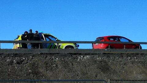 PÅGREPET: Politiet på Hamar pågrep mandag en mann i 20-åra fra Mo i Rana, mistenkt for biltyveri, ruspåvirket og ikke minst livsfarlig kjøring i Hamar-området. Mannen skal blant annet ha forårsaket flere nestenulykker. Foto: Espen Hagelund