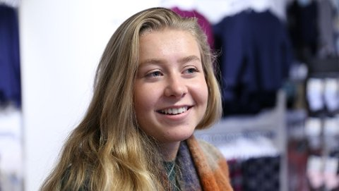 Sigrid Buer Jacobsen (18) ble ranet mens hun var på jobb i Safa-butikken i Odda lørdag 4. august. Foto: Tale Hauso/NRK