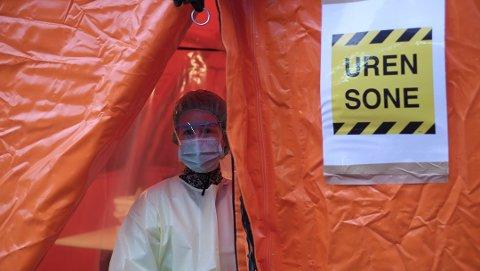 Kan bli langvarig: Nye studier antyder at det kan ta tid før koronakrisen er over. Dette bildet er tatt da det ble utført koronatester i et telt utenfor Aker sykehus 15. mars.