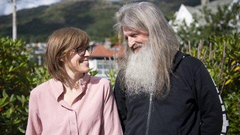 Neste helg gifter de seg, ti år etter de traff hverandre første gang, Gunn-Frøydis Unneland er prest i Storetveit                               og Bønes menigheter. Even Westerheim har eget datafirma, men sier selv at han var yrkeskriminell i yngre år.