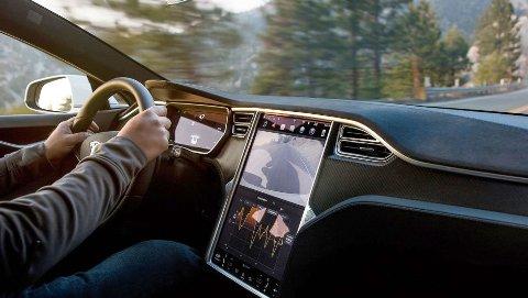 I disse dager mottar Tesla-kunder over hele Europa kjedelige nyheter. Autopilot-funksjonen begrenses betydelig i en ny oppdatering på Model S og Model X.