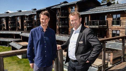 NY HOTELLSJEF:  - Det er en drøm som nå er gått i oppfyllelse, sier Sjur Aalvik (t.h.). Her sammen med resortsjef Marius Arnesen.