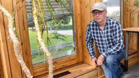 HÆRVERK: Tilsammen knust mannen søndag 58 vinduer i andre etasje i rådhuset, sier Knut Olav Thorset.