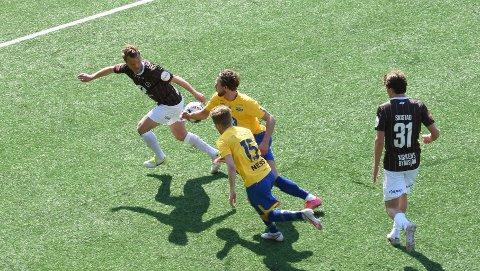 Stian Semb Aasmundsen (t.v.) er på utgående kontrakt denne sommeren, og spiller for ny kontrakt i Mjøndalen.
