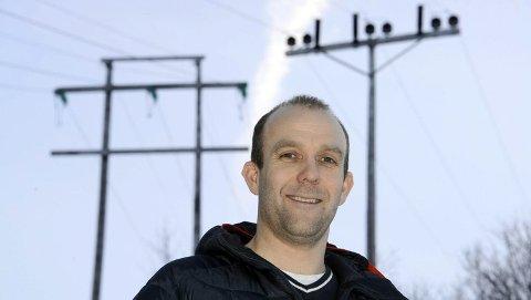 Elverkssjef i Nordkyn kraftlag, Håvard Pedersen, har trua på at de skal være klare med to av tre ladestasjoner før vinteren kommer.
