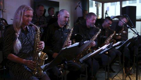 Saksrekka: Dei flinke saksofonistane i Florø storband.