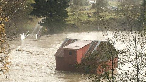 FÅR PENGAR: Staten gir over 700.000 kroner til Luster kommune for kostnadar i akuttfasen, opprydding og utbetring av skadar etter flaumen i oktober 2018.